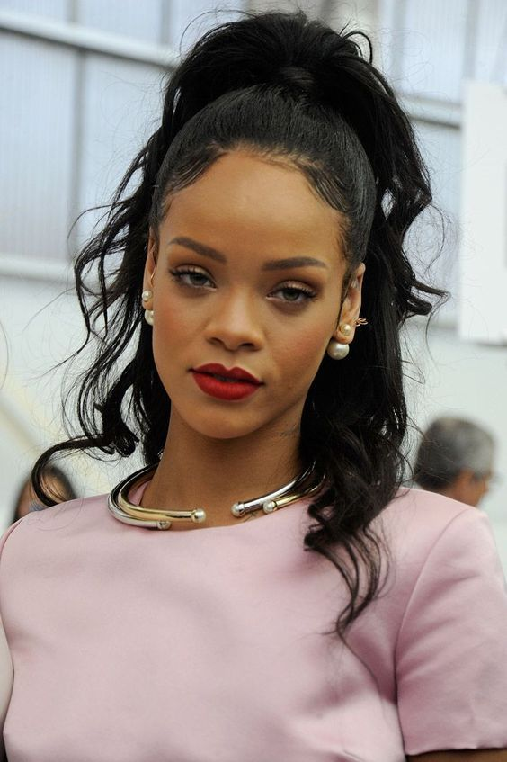 10 Top Rihanna Hairstyles That Are Worth Trying For Every Girl (9)