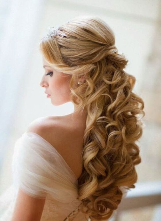 10 Most Popular Half Up Half Down Curly Hairstyles (21)