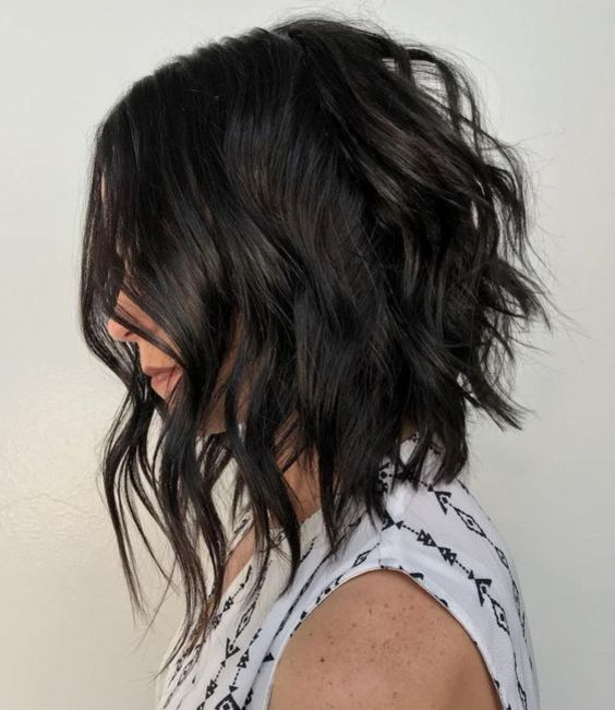 Medium Wavy Hairstyles for You With Edgy Bobs 2020 (21)