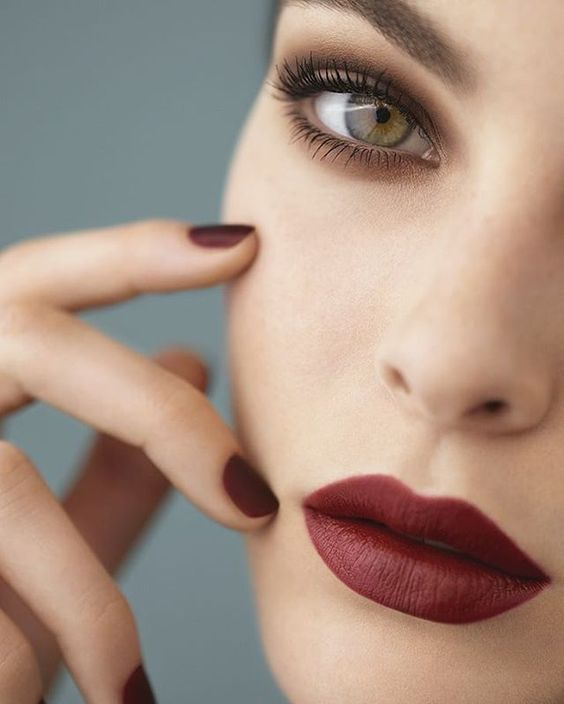 10 Romantic Valentine's Day Makeup with Red Lips in 2020 Have A look!