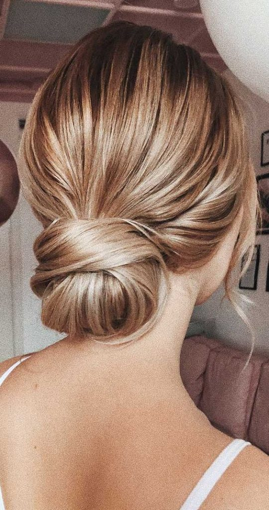 30 Head Turning Prom Hairstyles Updos for Long Hair 2020 (21)