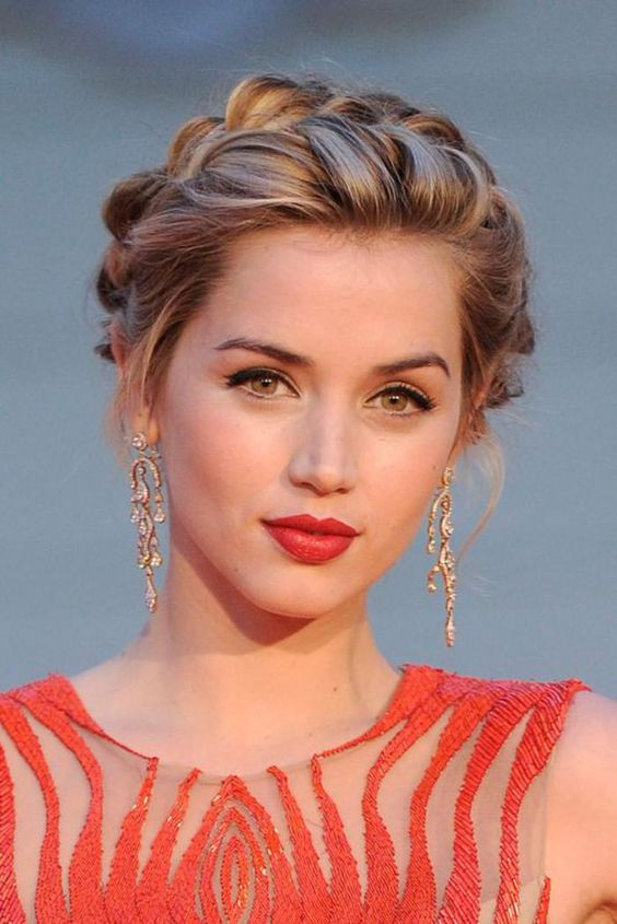 12 Prom Hairstyles for Round Faces 2020: Have a look!