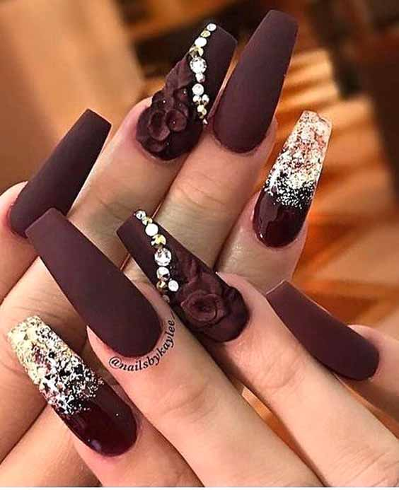 21 Cute And Charming Winter Maroon Nails
