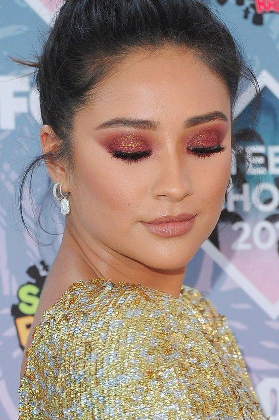 Dramatic Spring Makeup Looks You Wish to Wear this Season (11)