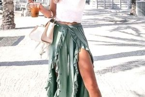 30 Casual Maxi Skirt Beach Outfits that Can Go Beyond Swimsuit Covers!