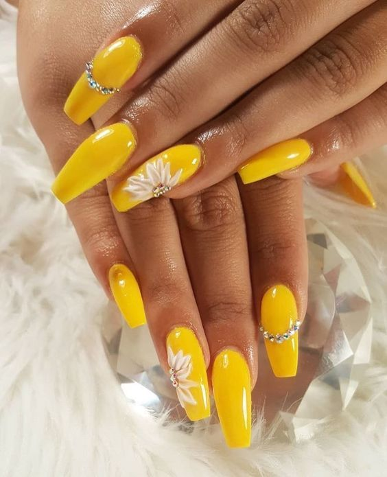 30 Glittering Summer Yellow Nails For All Coffin Nails